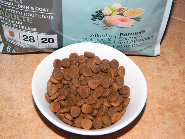 В состав холистик корма присутствует все необходимые ингредиенты для вашей кошки