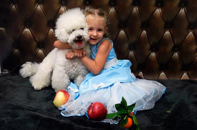 Известно, что большинство аллергенов находиться в шерсти у собак, учтите этот момент при выборе будущего питомца